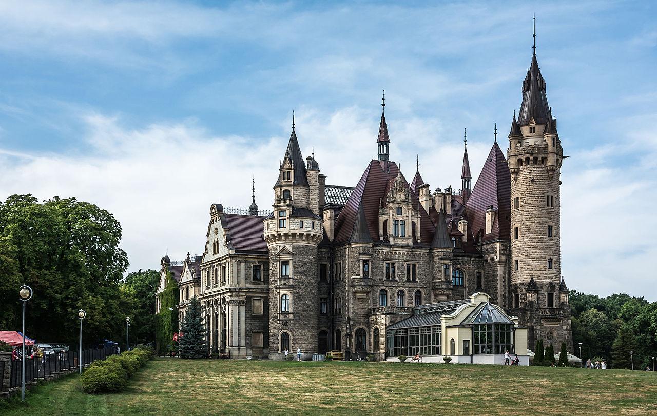 Wieś Moszna - zamek w Mosznie